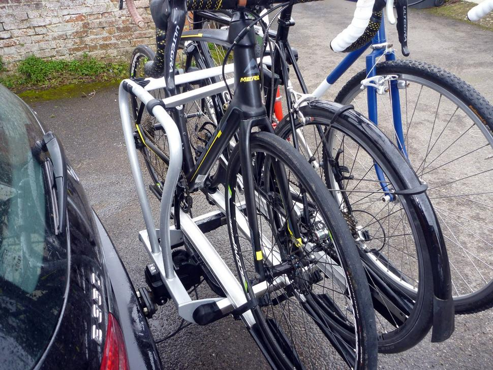 Whispbar WBT31 3 bike tow bar carrier04.jpg