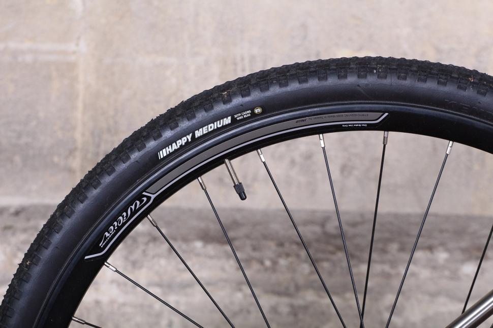 Wilier Jaroon - rim and tyre.jpg
