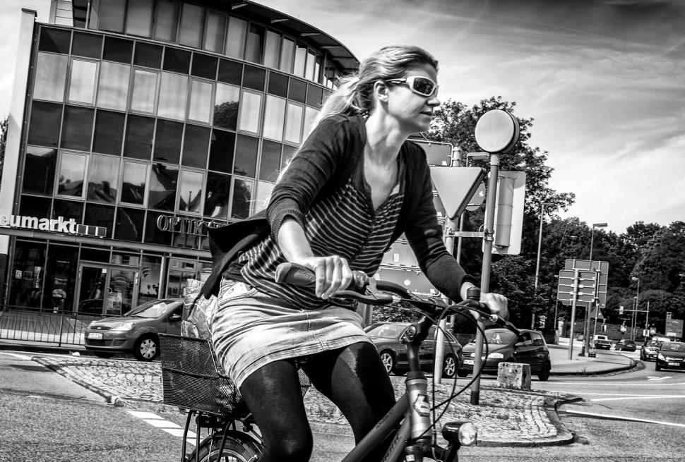 Woman on bike in normal clothes (CC BY-ND-NC Mister G.C. https://www.flickr.com/photos/mistergc/ )