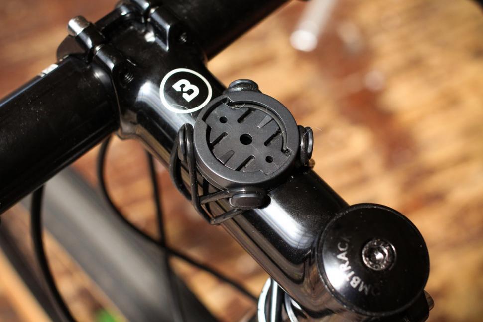 xplova_x3_gps_cycling_computer_-_mount.jpg