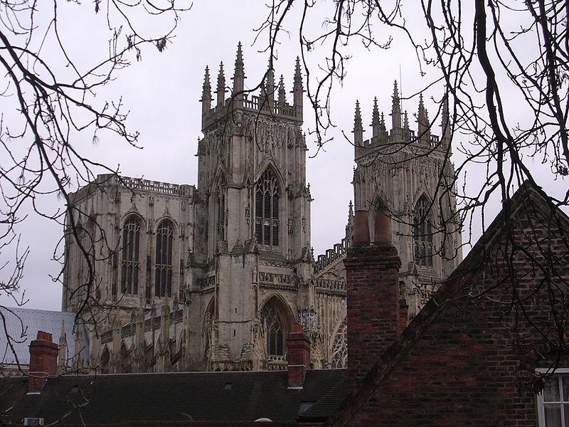York_Cathedral_city_wall_25-02-06