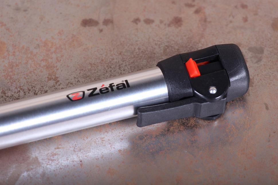 Zefal Air Profil Switch Mini Pump in Silver - detail.jpg