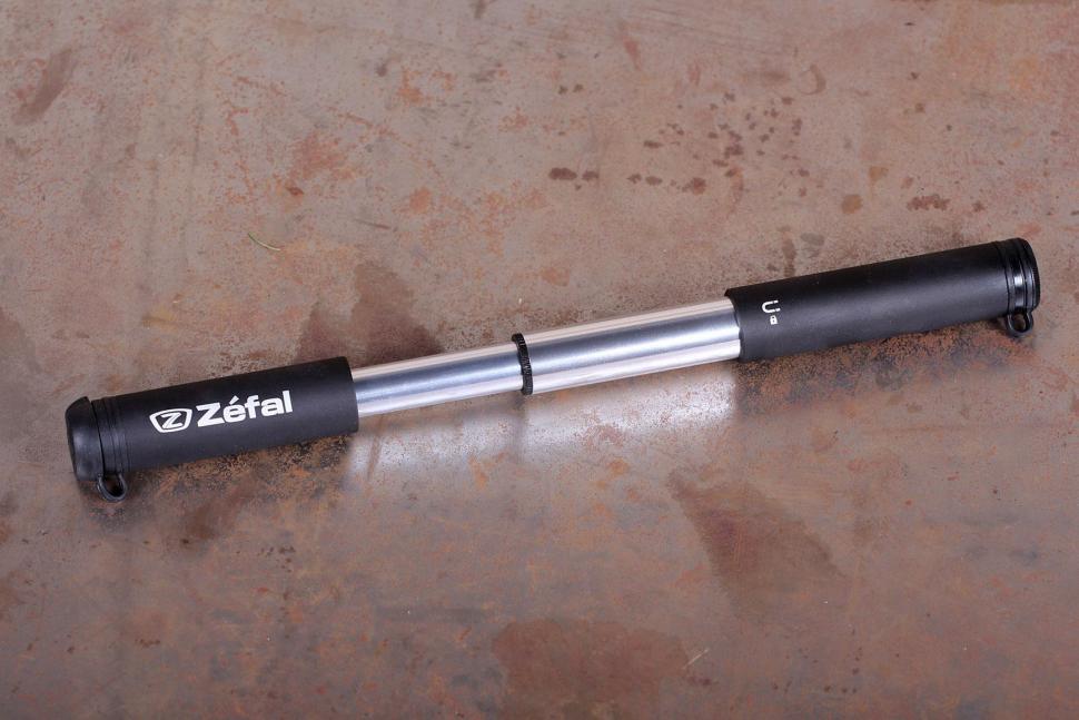 Zefal EZ Max FC CO2 Inflator - pump extended.jpg