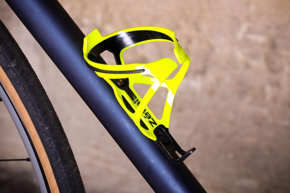Road Bicycle Water Bottle Cage Road Bike Carbon Fiber Bottle Holder Universal UK