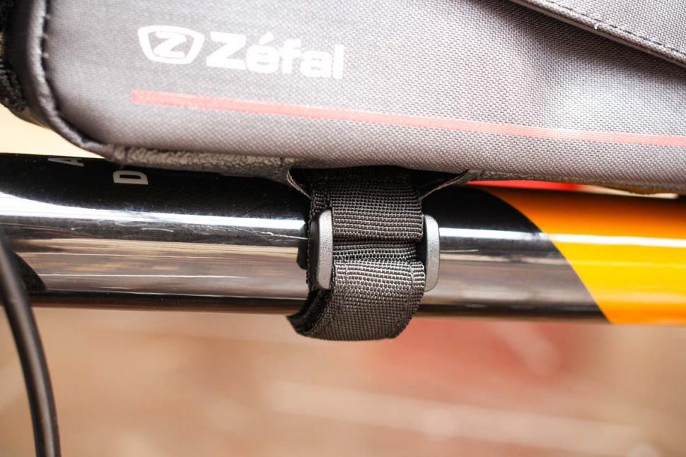 zefal_z_race_frame_bag_-_straps_2.jpg