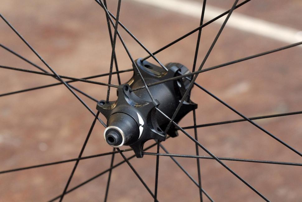 Zipp 202 NSW - rear hub 2.jpg