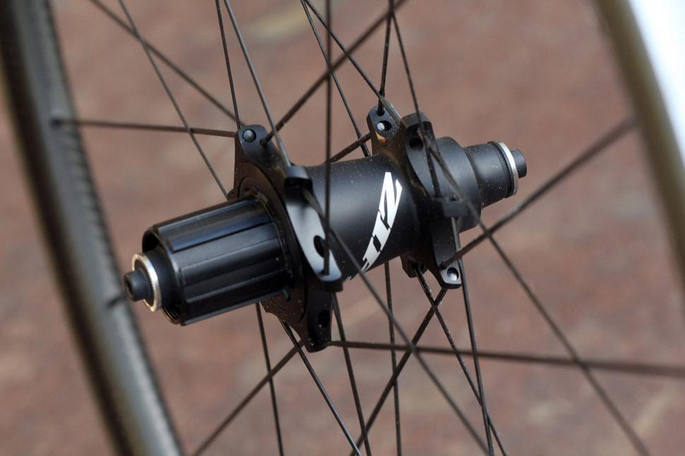 Zipp 202 NSW - rear hub.jpg