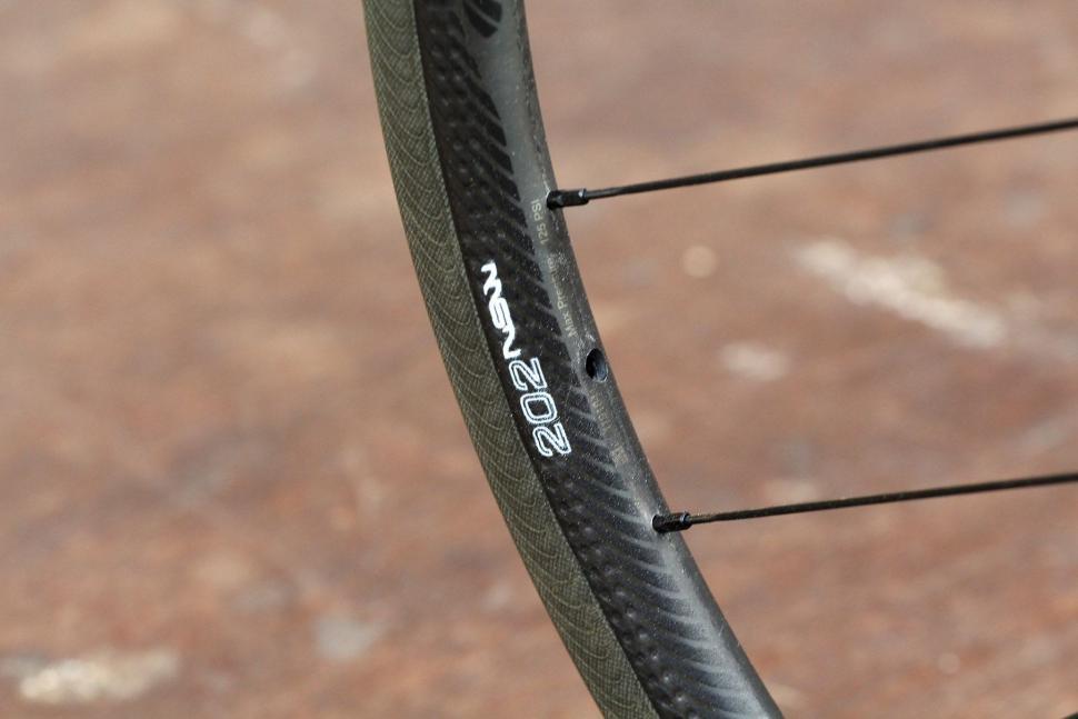 Zipp 202 NSW - rim detail.jpg