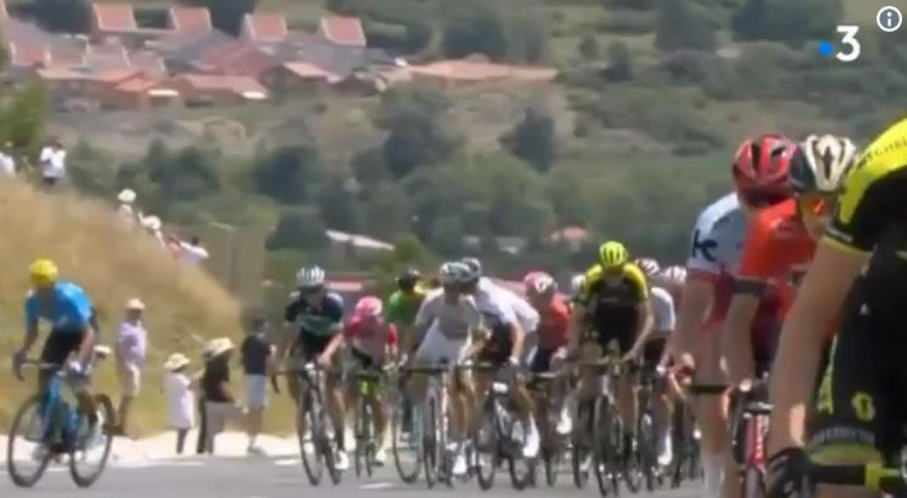 Team Sky's Gianni Moscon thrown out of Tour de France for hitting another rider (+ video)