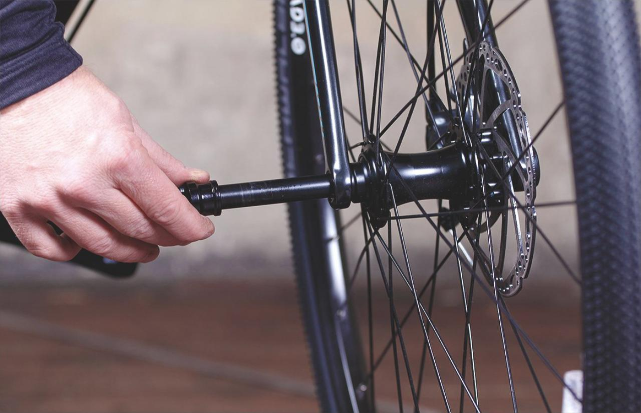 How To Easily Fit Remove Through Axle Wheels Road Cc