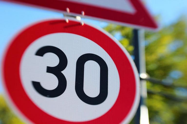 30 km an hour sign Flickr, Dennis Skley, CC BY-ND 2.0)