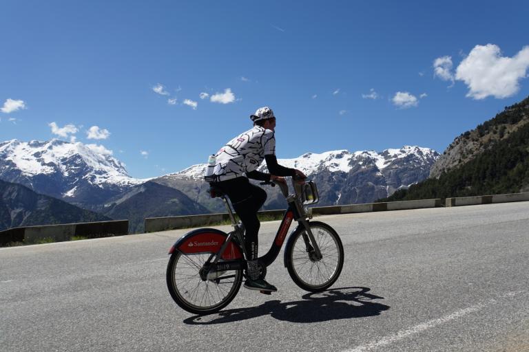 Alpe d'Huez on Santander Cycles bikes 01.jpg
