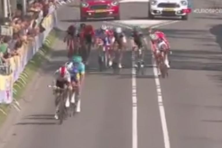 Amstel Gold Race 2019 finish via Europsort on Twitter.PNG