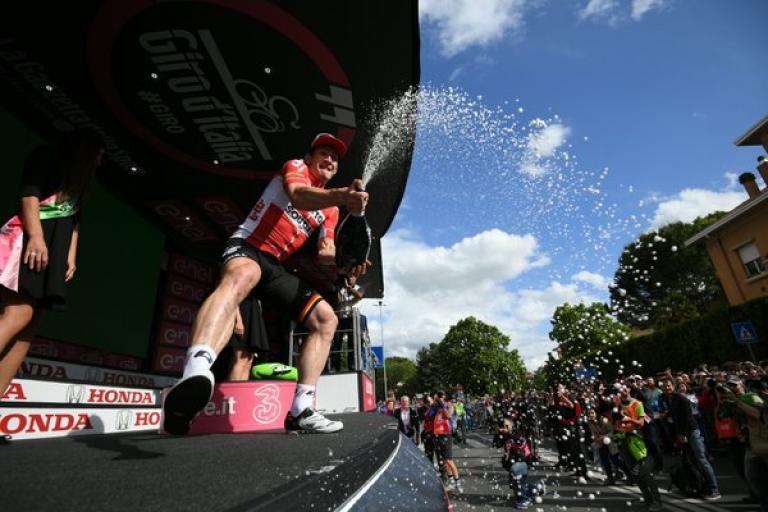 Andre Greipel celebrates winning Giro d'Italia 2016 Stage 7 (PHOTO CREDIT ANSA - PERI - DI MEO - ZENNARO).jpg