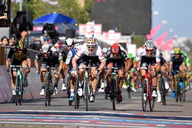Andre Greipel wins stage two of the 2017 Giro d'Italia (LaPresse - D'Alberto, Ferrari).jpg