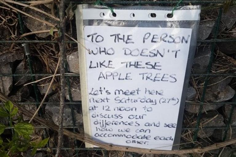 Apple tree notice (via Twitter)