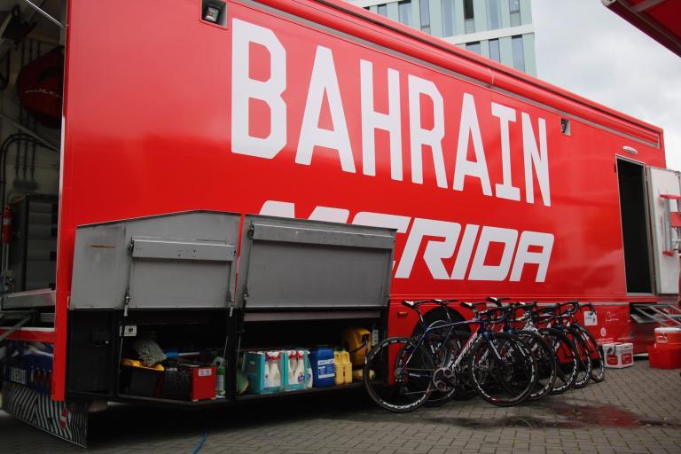 bahrain truck - 1.jpg
