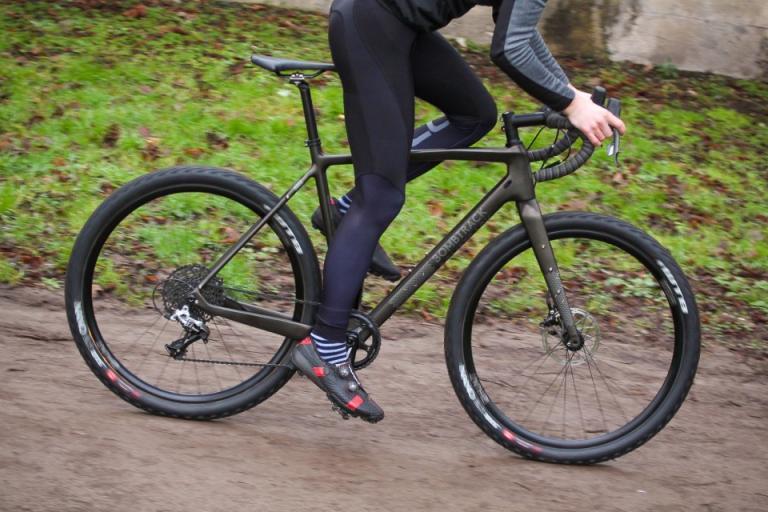 bombtrack_hook_ext-c_-_riding_3_0.jpg
