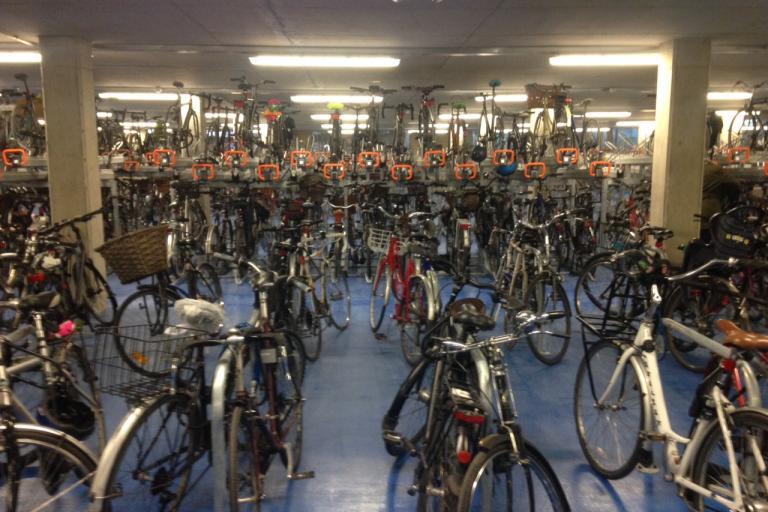 Cambridge Railway Station CyclePoint 04 (copyright Simon MacMichael).JPG