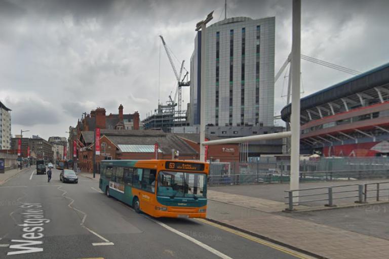 Cardiff bus on Westgate Street (via GoogleStreetView).PNG
