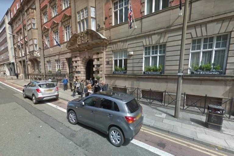 Cars outside the Richmond Hotel (via StreetView).jpg