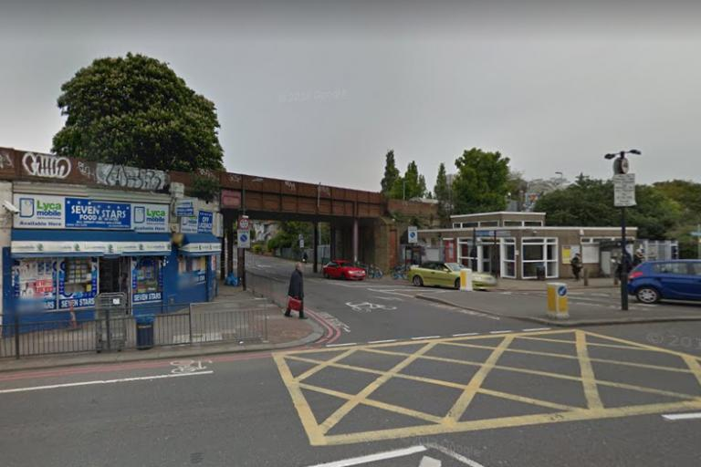 Catford Road junction with Ravensbourne Park (via Google Street View).PNG
