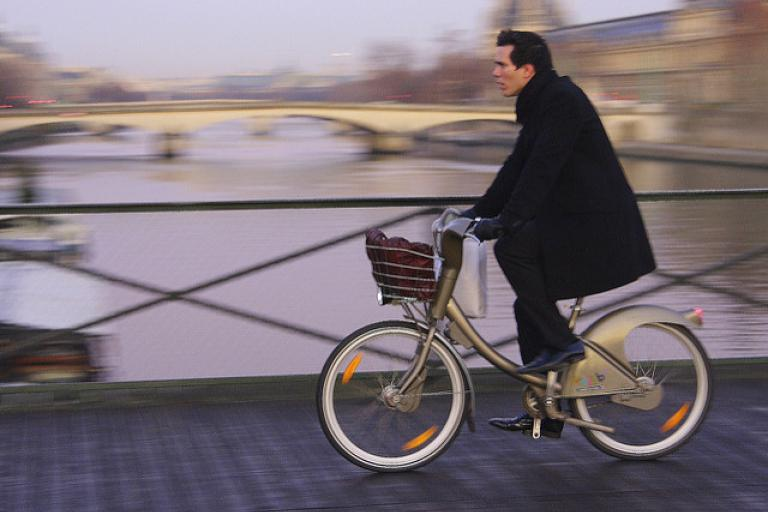 Cyclist in Paris crossing the Pont des Arts on a Velib  (CC BY SA 2.0 on Flickr by Jean-Francois Gornet)