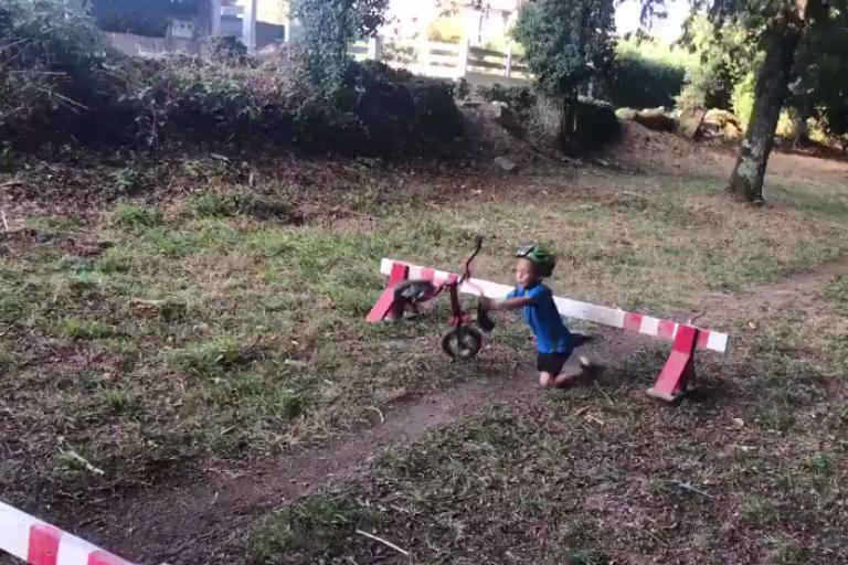 Cyclo-cross toddler hurdle fail (via Twitter).PNG