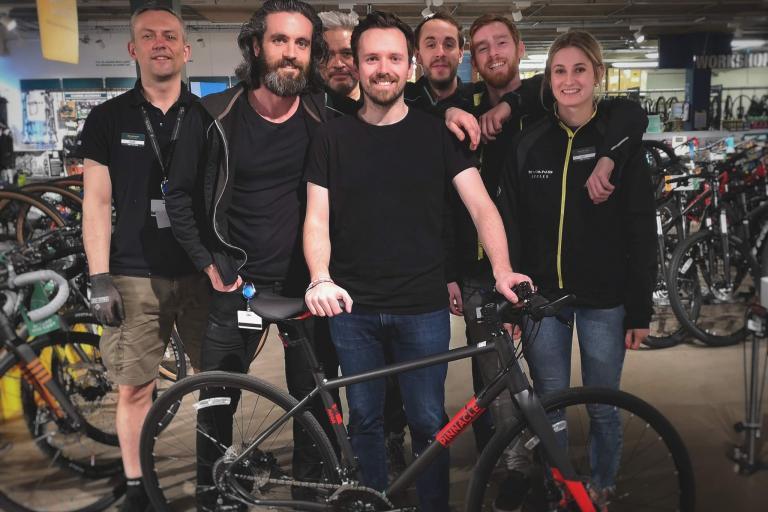 Geraint Thomas gets new bike
