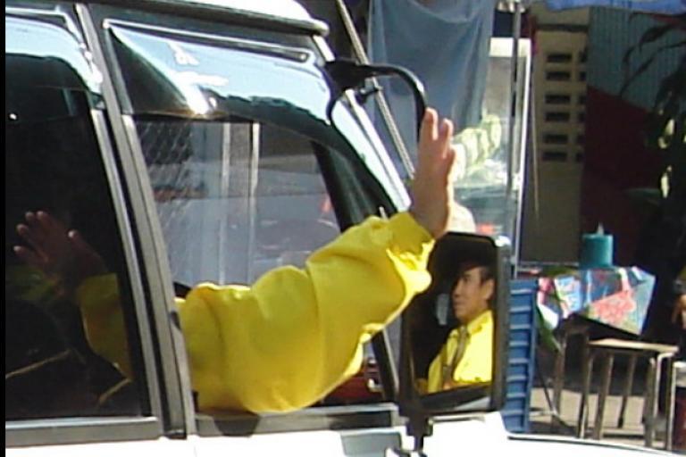 driver waving.PNG