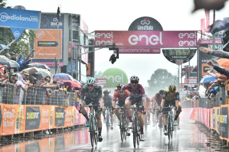 elia_viviani_wins_stage_17_of_2018_giro_ditalia_picture_lapresse.jpg