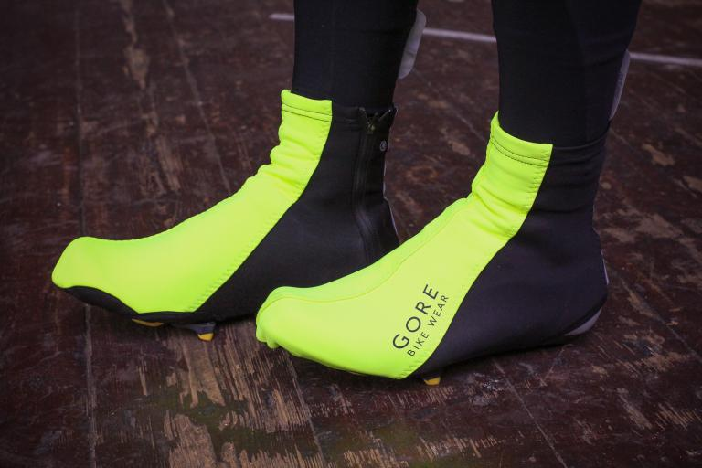 568f20c0e435 How to keep your feet warm while cycling through the winter
