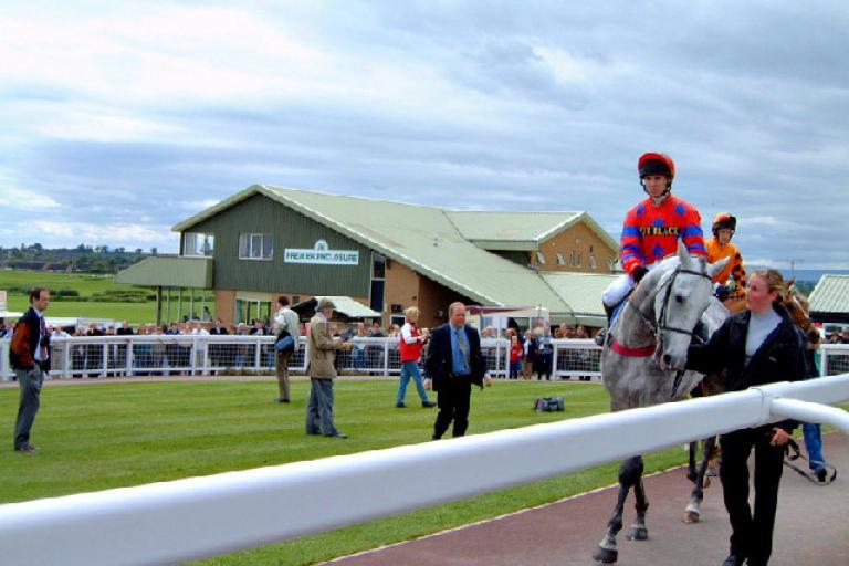 Hereford Racecourse (CC licensed by Ruth Harris via Wikimedia).jpg