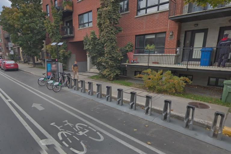 Hire bikes in Montreal (via StreetView)
