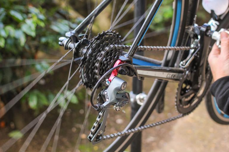 How to adjust an indexed rear derailleur 07