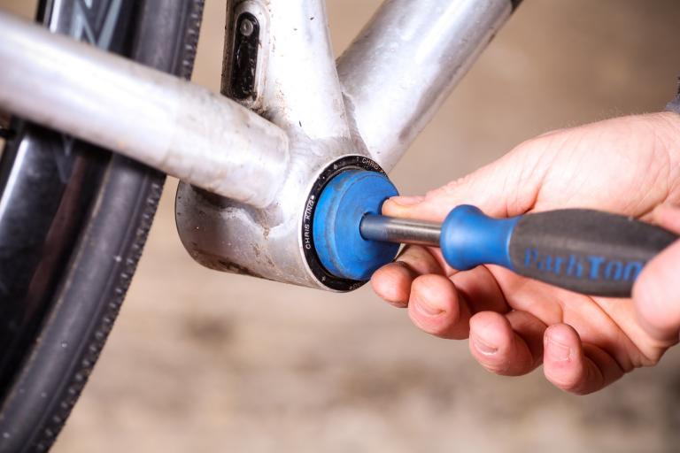 How to remove pressfit bottom bracket bearings 08