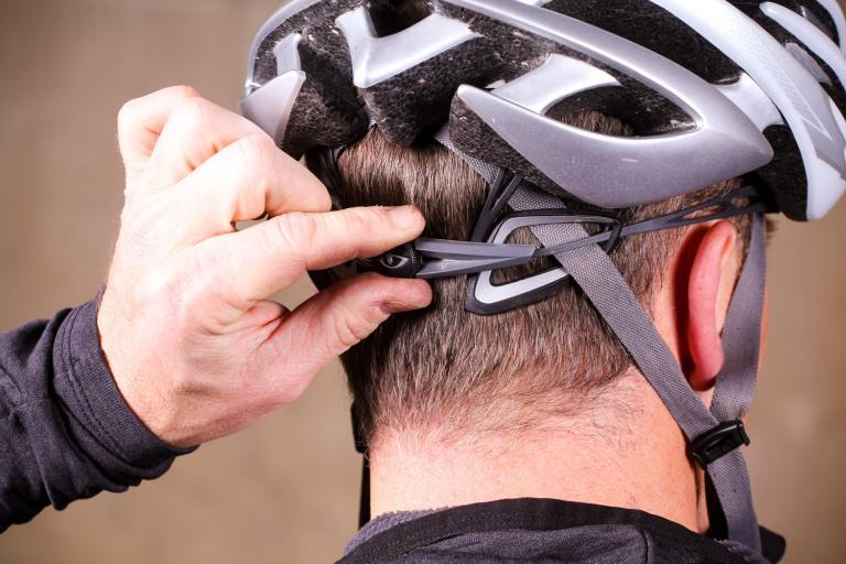 How to set up your helmet 03