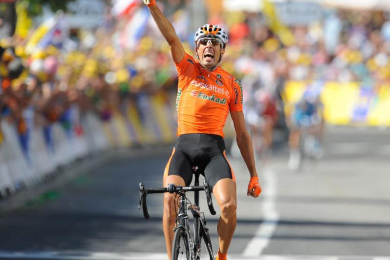 Mikel Astarloza wins stage 16 TdF 2009 (© Photosport Intl)