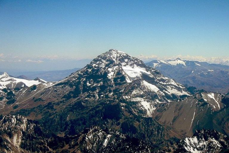 Anconcagua (copyright Sergio Schmiegelow, Wikimedia Commons).jpg