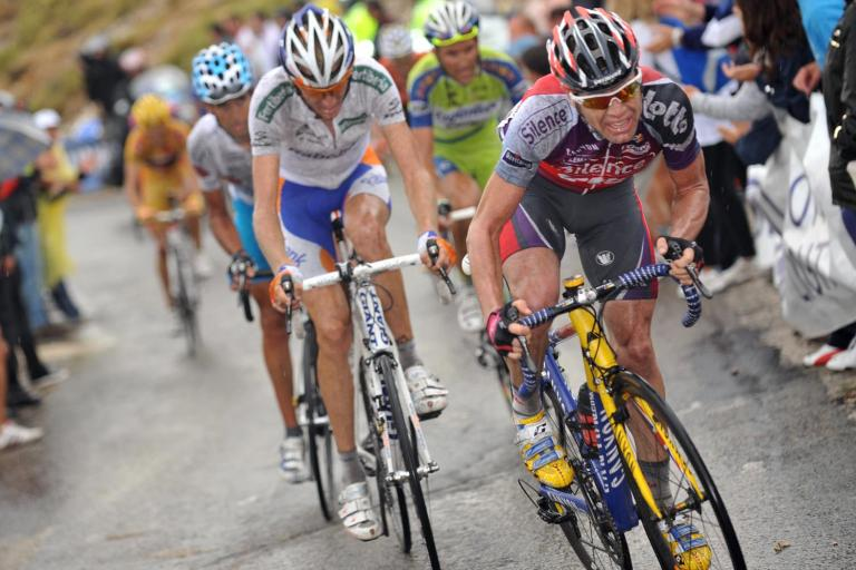 Cadel Evans leads the GC contenders group during Vuelta Stage 14 © Unipublic