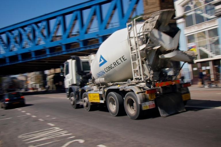 Cement lorry in London © Simon MacMichael.jpg