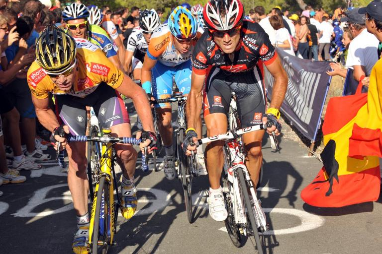 Alejandro Valverde (right) on his way to taking the Vuelta golden jersey from Cadel Evans (left) © Unipublic