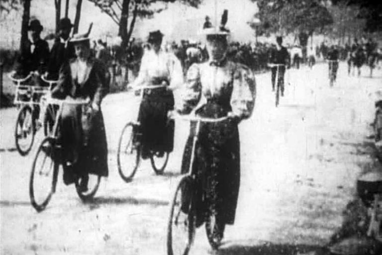 Hyde Park Bicycling Scene (1896).jpg