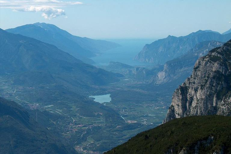 Lake Garda and the mountains (copyright L3O:Wikimedia Commons).JPG
