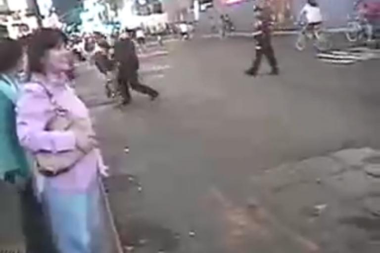 New York cop video shove
