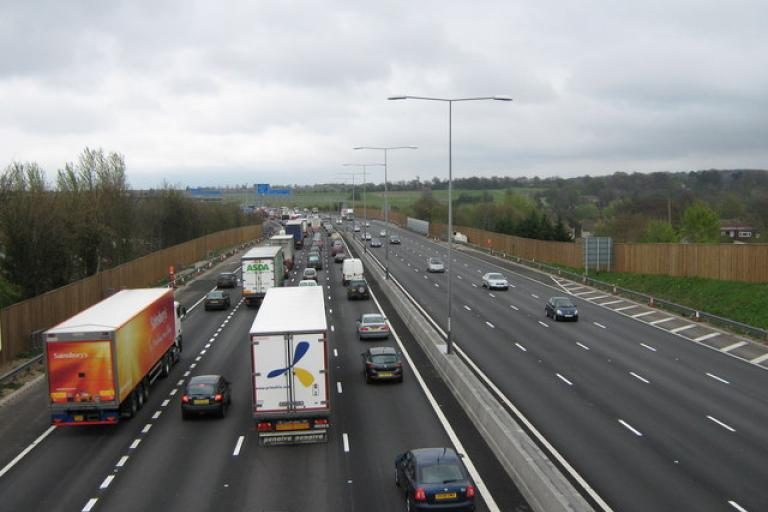 M25 queue (David Anstiss, Wiki Commons)