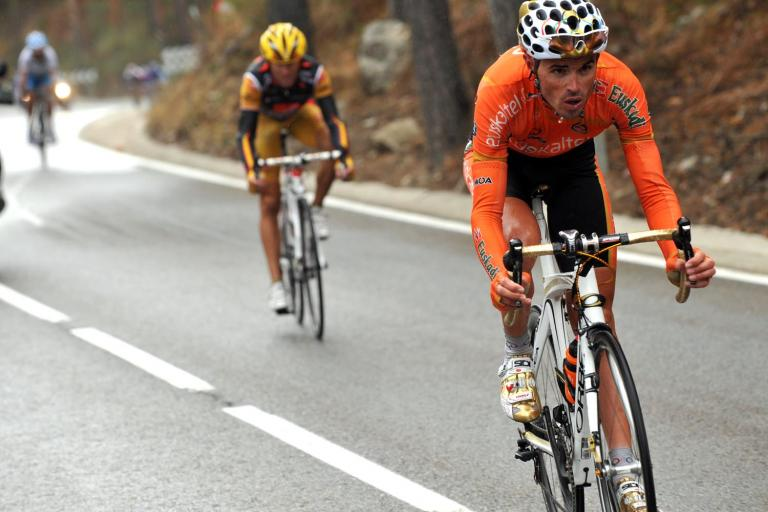 Samuel Sanchez leads Alejandro Valverde during Stage 19 of the 2009 Vuelta © Unipublic