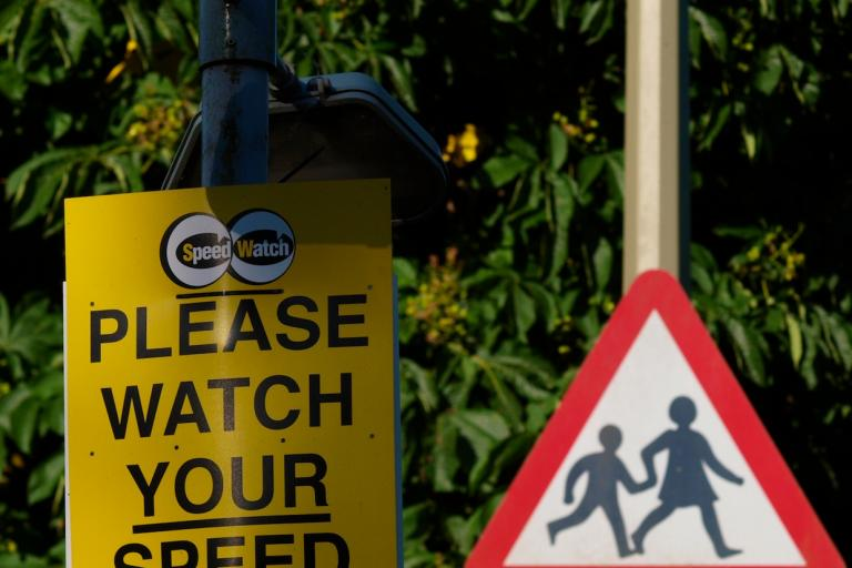 Speed warning signs not linked to cameras have little effect according to some observers