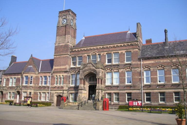 St Helens Town Hall (picture Michael Heavey, Wikimedia Commons).jpg