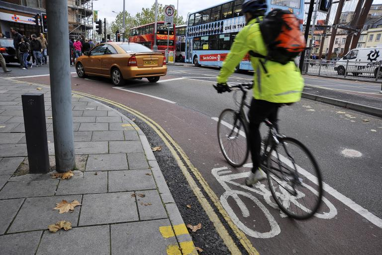 Commuting in Bristol © Jonny Gawler